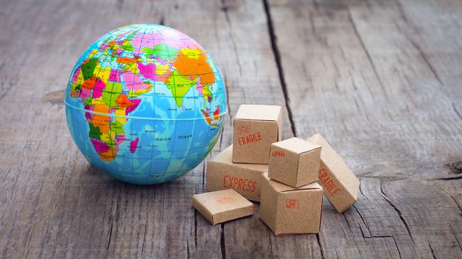 mini_globe_and_parcels